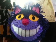 DIY: Cheshire cat piñata for Alice in wonderland themed party #pinata #party #decor