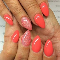 Croal Glitter Almond-shaped Nail Art Design.