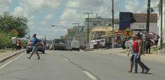 População quer novas passarelas na BR-101 Norte  Em Igarassu, pedestres se arriscam em meio a veículos em alta velocidade - A cidade de Igarassu precisa urgentemente implantar passarelas ao longo da BR-101 Norte para facilitar a travessia de pedestres.    Os atropelamentos são constantes na rodovia e vem tirando a vida de muitos cidadãos.    Diariamente milhares de jovens se ariscam atravessando a rodovia para chegar até a escola.