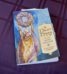 The Outlander Plant Guide: A Druid's Herbal Diana Gabaldon Outlander Series, Plant Guide, Plant Information, Herbalism, Seasons, Jamie Fraser, Plants, King, Book