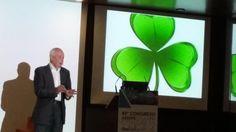 """Charles Handy : """"Las empresas del futuro serán como un trébol, con gente imprescindible, operativa y ocasional."""""""