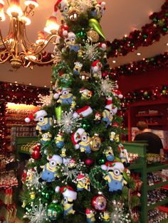 Minion themed Christmas Tree-- definitely doing this when I have ...