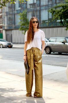 5.-gold-palazzo-pants-with-basic-tee.jpg (736×1104)