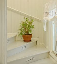 Tarja's Snowland / old house / renovated / staircase / hall / lobby Beautiful Space, Beautiful Homes, Installing Wainscoting, Wainscoting Ideas, White Staircase, Prairie House, House Stairs, Colorful Curtains, Scandinavian Home