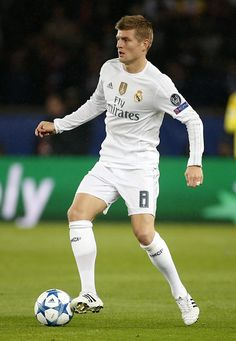 Toni Kroos of Real Madrid in action during the UEFA Champions League match between Paris SaintGermain and Real Madrid at Parc des Princes stadium on...
