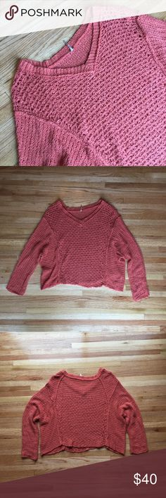 Free People knit sweater Size small (oversized). Color is accurate in photos. Amazing condition! Free People Sweaters