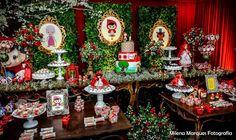 O bosque da Chapeuzinho Vermelho foi montado para a comemoração de 1 aninho da Fernanda. A festa que aconteceu no Iluminato Buffet teve a be...