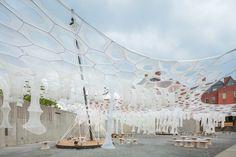 Lumen,Jenny Sabin工作室参加现代艺术博物馆和MoMA PS1联合举办的2017年青年建筑师计划设计的提案 , 从2017年6月29号到9月4号在MoMA PS1展出。图片由MoMA PS1提供,由Pablo Enriquez拍摄。