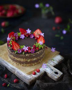 Raw Vegan, Beautiful Cakes, Medium, Desserts, Instagram, Food, Tailgate Desserts, Deserts, Essen