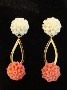 gold with white and red coral flowers earrings Red Coral, Flower Earrings, Spring Time, 18k Gold, Jewellery, Flowers, Nice Asses, Jewelery, Jewlery