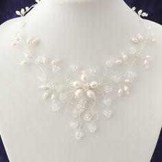 Agua dulce collar de novia perla y cristal de por VictoriaLouBridal