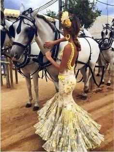 Spanish style – Mediterranean Home Decor Spanish Dance, Spanish Dress, Spanish Style, Flamenco Costume, Flamenco Dancers, Dance Costumes, Flamenco Dresses, Estilo Cowgirl, Mode Lookbook