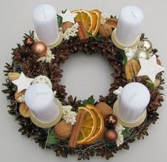 Most current Images christmas Advent Wreath Style Many churches variety a strong Advent-wreath-making event with the earliest Thursday in the season. Christmas Advent Wreath, Christmas Candle Decorations, Advent Candles, Xmas Wreaths, Noel Christmas, Rustic Christmas, Christmas Crafts, Christmas Shirts, Diy Wreath