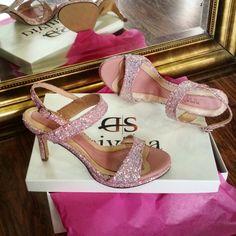 Ροζ Glitter νυφικά πέδιλα με χαμηλό τακούνι Divina shoes Bridal Sandals, Stuart Weitzman, Heels, Pink, Fashion, Heel, Moda, Fashion Styles, High Heel