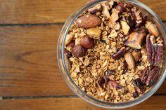 Pour les adeptes du petit déjeuner, la recette du Granola automnal est une alternative équilibrée au traditionnelles céréales remplies d'air et de sucres. Sa composition se rapproche d…