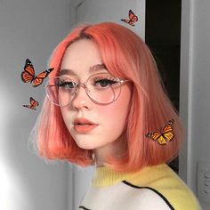 This has nothing to do with aesthetic makeup but I like why it is aesthetic so why not? Cute Makeup, Makeup Art, Makeup Looks, Hair Makeup, Photo Makeup, Makeup Tips, Makeup Ideas, Aesthetic Hair, Aesthetic Makeup