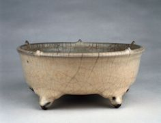 Bulb bowl standing on five feet. Stoneware with celadon glaze. Guan ware 官窯. Hangzhou, Zhejiang province 浙江省, 杭州市. Late Yuan dynasty, about AD 1300–1368. Percival David Foundation of Chinese Ar. PDF A40. British Museum © Trustees of the British Museum