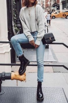 How To Style Doc Martens ideen dr martens Casual Winter Outfits, Winter Fashion Outfits, Stylish Outfits, Fall Outfits, Casual Winter Style, Outfits With Boots, Look Winter, Winter Ootd, Winter Boots Outfits