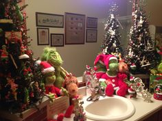 Love grinch bathroom