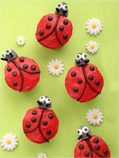 Ladybug Birthday Cake Cupcakes via Easy Kids Birthday Cakes, Cupcake Birthday Cake, Cupcake Cakes, Birthday Ideas, 2nd Birthday, Picnic Birthday, Ladybug Cupcakes, Kid Cupcakes, Ladybug Party