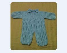 Lindo macacão de crochê, confeccionado em lã Bebê todo Dia da Cisne. R$ 60,00