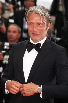[May 22] The 69th Annual Cannes Film Festival - Closing Ceremony - 007 - Mads Mikkelsen Source