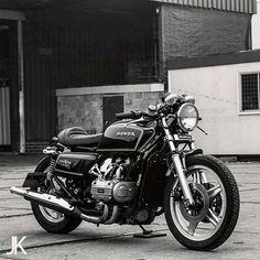 Built by @arjanvandenboom Photo by @jacksonkunis #honda #goldwing #custom #bike #motorcycle #bratstyle #scrambler #caferacer #instamoto #stocksucks #builtnotbought #saintmotors #saint_motors #kustom...