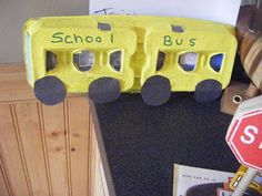 Transportation - School bus craft from an egg carton Preschool Projects, Projects For Kids, Preschool Activities, Crafts For Kids, Family Crafts, Therapy Activities, School Bus Crafts, Daycare Crafts, Classroom Crafts