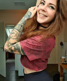 26 Unique and Aesthetic Tattoo Ideas for Females - The First-Hand Fashion News for Females S Tattoo, Body Tattoos, Henna, Aesthetic Tattoo, Classic Tattoo, Fashion News, Floral, Tattoo Ideas, Handsome