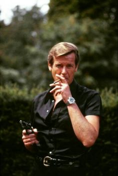 Roger having a cigar break, whilst filming, 'LALD. James Bond Actors, James Bond Movie Posters, Eric Rogers, Men's Style Icons, James Bond Style, Timothy Dalton, Tony Curtis, Roger Moore, Film Books