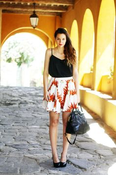 Irene's Closet - Fashion blogger: Peperoncini skirt and tuscan paradise. The italian style with Prada bag!