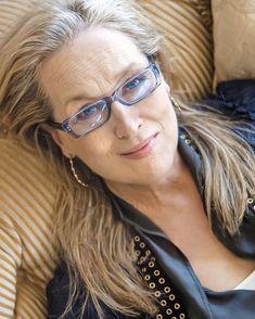 """Cool50s (@cool50s) adicionou uma foto em sua respectiva conta do Instagram: """"""""Eu gosto da pessoa que me tornei. Talvez outras pessoas não gostem. Estou confortável. Muito…"""" Meryl Streep, Suddenly, Weird, Interview, Photoshoot, Actresses, Glasses, Portrait, Instagram"""