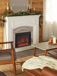 Diy Mantel, Fireplace Mantel, Classic Fireplace, Living Room Decor Inspiration, Christmas Living Rooms, New Room, Christmas Décor, Holiday, Green Garland