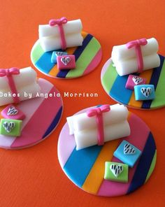 Spa cupcake toppers by CakesbyAngela on Etsy Fondant Cupcakes, Spa Cupcakes, Spa Cake, Pretty Cupcakes, Fondant Toppers, Spa Party Foods, Spa Day Party, Cupcake Tutorial, Fondant Tutorial