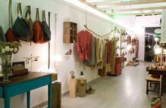 Tienda Room, Barcelona Apúntate a la moda de reciclar y de los muebles vintage