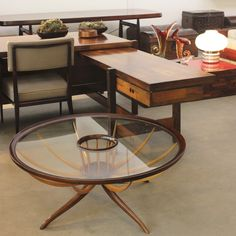 Mesa de centro em imbuia e marfim por Giuseppe Scapinelli, 1960, Brasil. | Brazilian imbuia e marfim coffee table designed by Giuseppe Scapinelli, 1960s, Brazil.