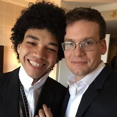 @johngreenwritesbooks - instagram: With Justice Smith, aka Radar, getting prepped for the red carpet. And also celebrating the new black Santa emoji. #papertowns