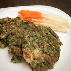 Spinach Chicken Burger. Ingredients: 1. Minced Chicken 2. Spinach 3. Minced prawn 4. Soy sauce 5. Oysters Sauce 6. Pepper 7. Garlic 8. Olive Oil