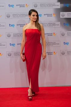 """Penelope Cruz chose to wear Versace in occasion of the premiere of her movie """"Twice Born"""" during the 60th San Sebastian Film Festival."""