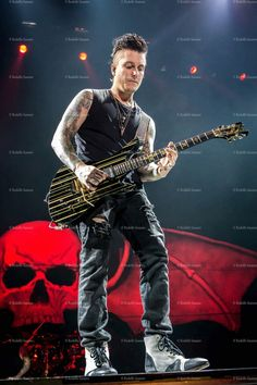 Synyster Gates♡♡♡