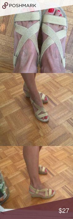 Vidorreta women's wedge shoes Beautiful wedge shoes!! Worn no more then twice in good conditions! Size 37 EU Vidorreta Shoes Wedges