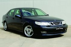 Saab 9-5? The 1st series with the silver grille