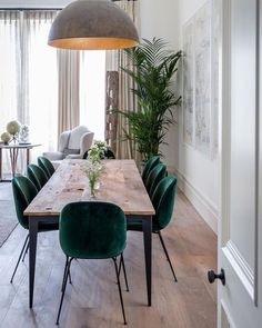 31 Wonderful And Modern Dining Room Design Ideas You Can Try. Modern dining room furniture is the perfect blend of style and design. This type of modern furniture should be as Dining Room Table Decor, Dining Room Lighting, Dining Room Design, Living Room Decor, Decor Room, Kitchen Lighting, Modern Dining Room Chairs, Dinning Room Ideas, Modern Dinning Table
