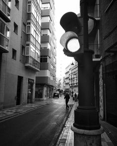 Was lucky to get the guy crossing the street. Was staring at the orange light and counting...trying to snap when it was on. Lucky moments :) #Cartagena #streetphotography #Spain #blackandwhitephotography #bnw