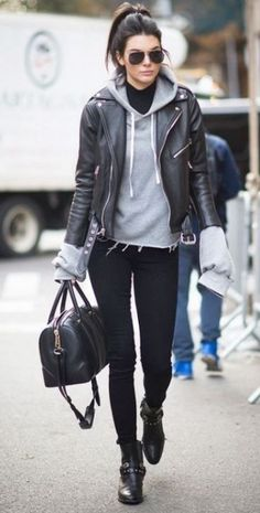 25 Ways To Wear A Leather Jacket - Winter jacket outfits - Fall fashion jacket outfits Awesome Jacket For Women Winter Casual Outfits Casual Fall Outfits, Winter Fashion Outfits, Fashion 2016, Outfit Winter, Paris Fashion, Fall Fashion, Style Fashion, Fashion Dresses, Womens Fashion