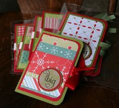 JadeMingmei Designs: Gift Card Holders...    I like the use of different sized strips in different patterns within a theme (Christmas)