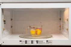 Clean Your Microwave Naturally With Just a Lemon