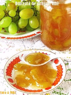 White grapes jam ~ Culorile din farfurie A Food, Food And Drink, Grape Jam, Romanian Food, Romanian Recipes, Punch Bowls, My Recipes, Pickles, Vegetarian Recipes