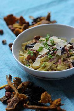 """Het lekkerste recept voor """"Pasta met bospaddenstoelen """" vind je bij njam! Ontdek nu meer dan duizenden smakelijke njam!-recepten voor alledaags kookplezier!"""