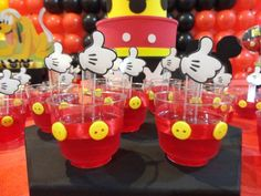 Ideias para decorar festa Mickey Mouse Mickey Mouse Birthday Decorations, Mickey Mouse Theme Party, Mickey 1st Birthdays, Fiesta Mickey Mouse, Mickey Mouse First Birthday, Mickey Mouse Clubhouse Birthday Party, Elmo Party, Elmo Birthday, Dinosaur Party